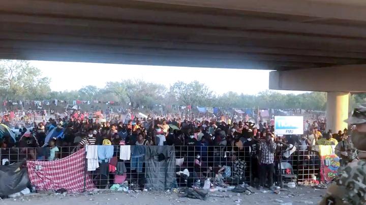 Ted Cruz Tweets Stunning Video of 10,000 Haitian Migrants Jammed Under Border Bridge, Slams Biden's 'Manmade Crisis'   CBN News